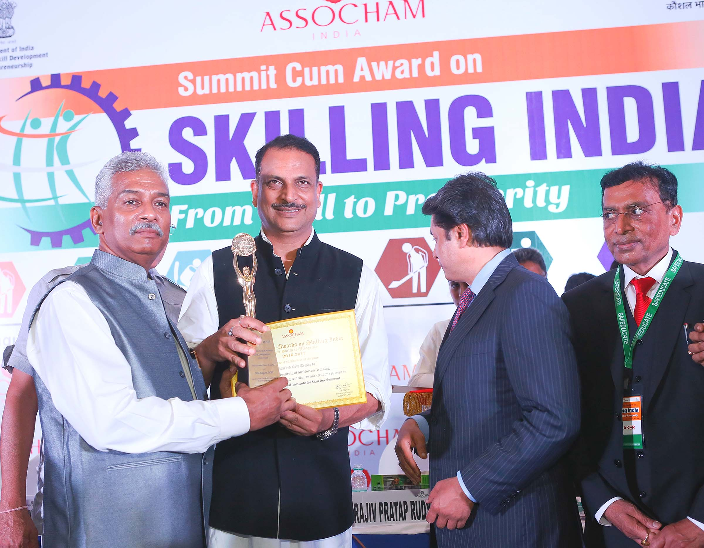 "Frankfinn receives the Gold Award for ""Best Higher Vocational Institute for Skill Development""– 2017 at the ASSOCHAM INDIA Summit 2017"
