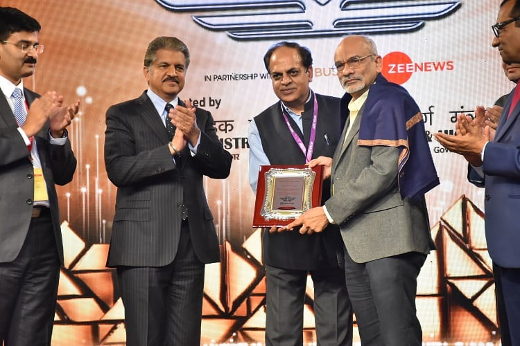Mahindra Transport Excellence Lifetime Achievement Award for IIMB Director Professor G. Raghuram